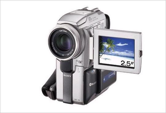 DCR-PC120 네트워크 핸디캠으로 블루투스 무선통신 기능 탑재. 1,550만 화소 CCD
