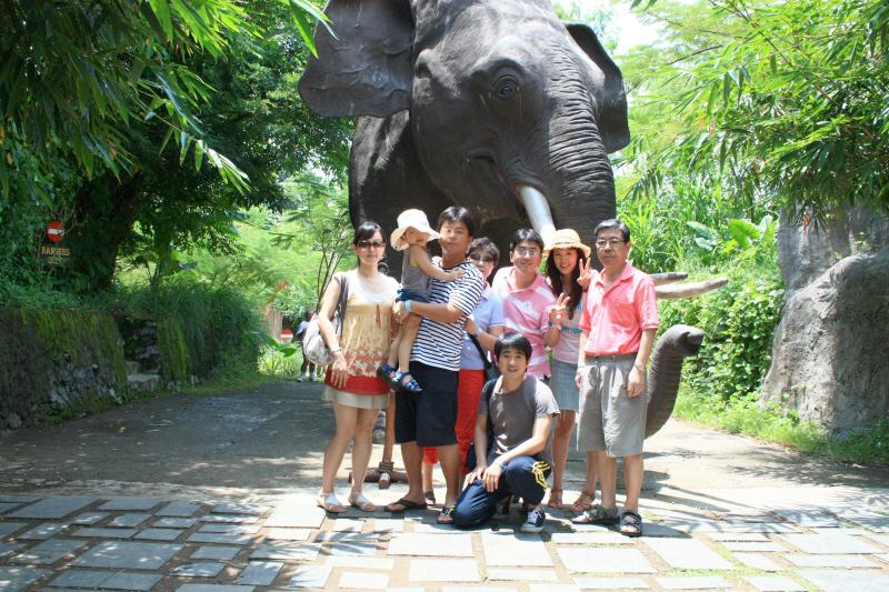 발리 사파리에서 가족사진