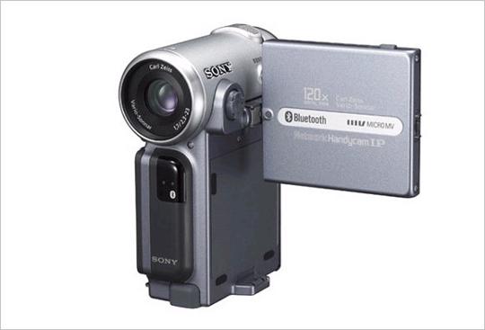 DCR-IP7 최초의 마이크로 MV 포맷 캠코더. 세계에서 가장 작고 가벼운 시리즈. 680만 화소 CCD