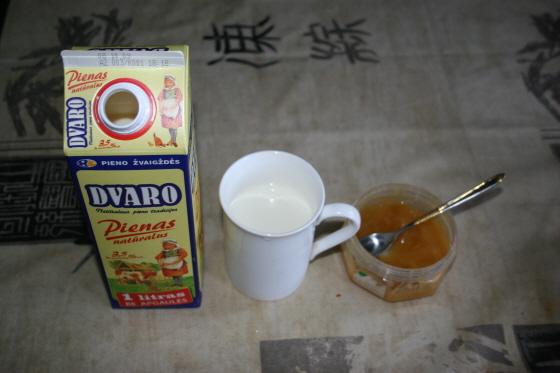 꿀과 우유를 즐겨 마시는 7살 딸아이 :: 초유스의 동유럽