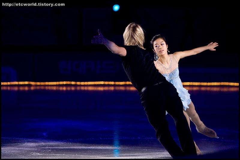 빙판위의 삼각관계 '김나영 선수를 두고 대결하는 알렉세이 야구딘 (Alexei Yagudin)과 예브게니 플루센코 (Evgeni Plushenko)